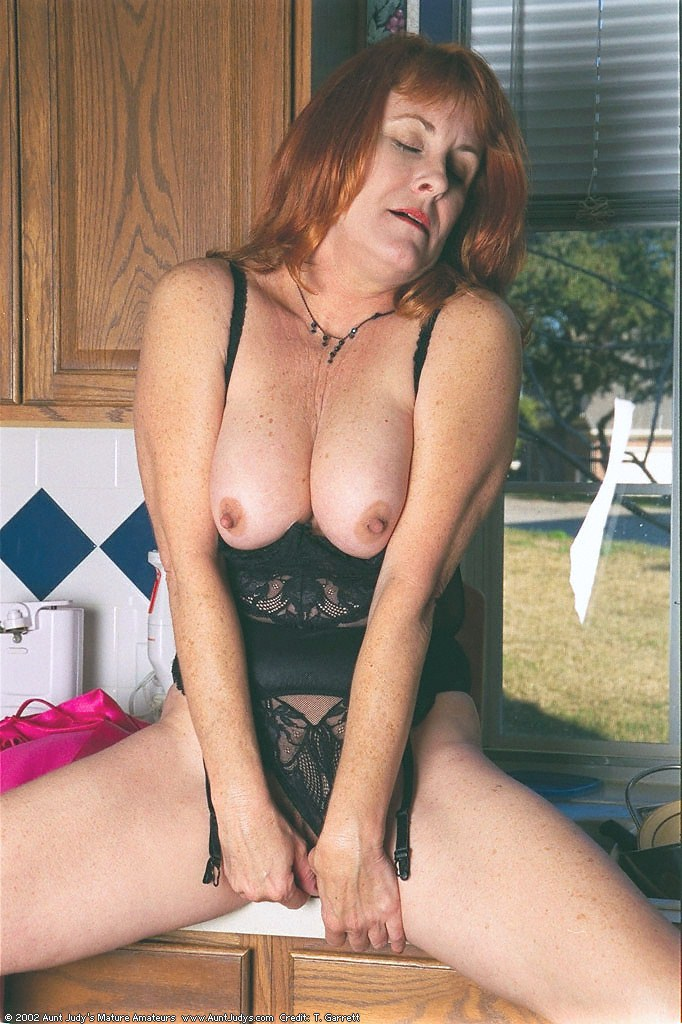 Redhead mature babe Roxanne, Redhead, mature babe, Roxanne, More Hot Mature Babes from Aunt Judy and TheWanderer
