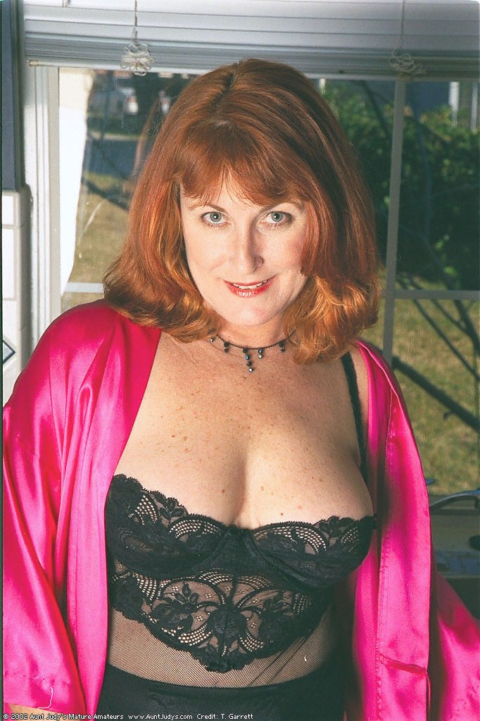 Redhead mature babe Roxanne; Redhead; mature babe; Roxanne; More Hot Mature Babes from Aunt Judy and TheWanderer